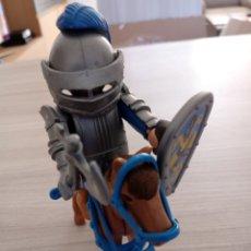 Figurines d'action: CABALLERO AZUL CON ARMADURA SOBRE CABALLO CON ARNESES DE PLAYMOBIL. Lote 263805465