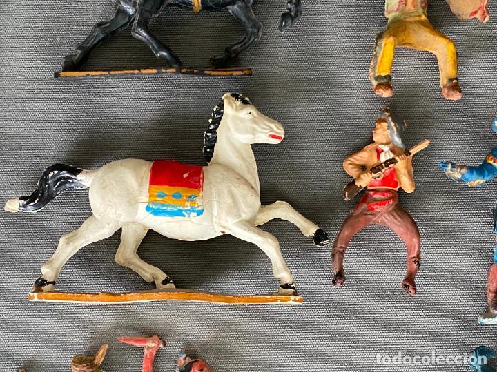Figuras de acción: LOTE DE INDIOS Y VAQUEROS . ANTIGUOS , PLASTICO , PASTA , GOMA - Foto 5 - 278357583