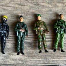 Figuras de acción: LOTE 4 FIGURAS GOMA PVC JUGUETE ANTIGUAS VINTAGE MILITARIA MILITAR SOLDADOS. Lote 284613428