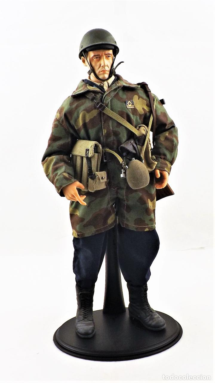DRAGON MODELS ESCALA 1:6 SOLDADO WWII + PEANA EXPOSITORA (Juguetes - Figuras de Acción - Otras Figuras de Acción)