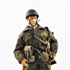 Figuras de acción: DRAGON MODELS ESCALA 1:6 SOLDADO WWII + PEANA EXPOSITORA. Lote 288481713