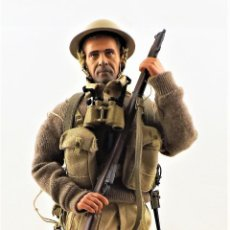 Figuras de acción: DID, DRAGON ETC... ESCALA 1:6 SOLDADO INGLES WWII + PEANA EXPOSITORA COMPLETA. Lote 289859408