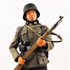 Figuras de acción: DID, DRAGON ETC... ESCALA 1:6 SOLDADO ALEMÁN WWII + PEANA EXPOSITORA COMPLETA. Lote 289902318