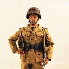 Figuras de acción: DRAGON MODELS ESCALA 1:6 SOLDADO ALEMÁN AFRIKA KORPS WWII + PEANA EXPOSITORA. Lote 293710448