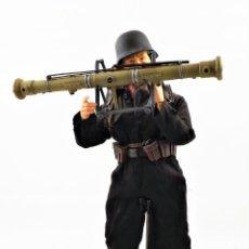Figuras de acción: DRAGON MODELS ESCALA 1:6 SOLDADO ALEMÁN WWII + PEANA EXPOSITORA. Lote 293795978