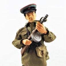 Figuras de acción: DRAGON MODELS ESCALA 1:6 SOLDADO RUSO WWII + PEANA EXPOSITORA. Lote 293796133
