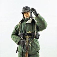 Figuras de acción: DRAGON MODELS ESCALA 1:6 SOLDADO ALEMÁN WWII + PEANA EXPOSITORA. Lote 293796553