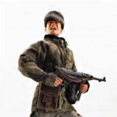 Figuras de acción: DRAGON MODELS ESCALA 1:6 SOLDADO ALEMÁN WWII + PEANA EXPOSITORA. Lote 293877003