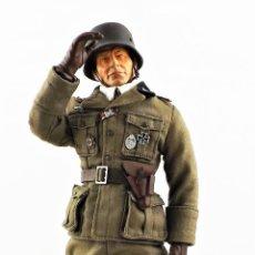 Figuras de acción: DRAGON MODELS ESCALA 1:6 OFICIAL ALEMÁN WWII + PEANA EXPOSITORA. Lote 293877173