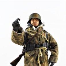 Figure di azione: DRAGON MODELS ESCALA 1:6 SOLDADO ALEMÁN WWII + PEANA EXPOSITORA. Lote 293877343