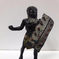 Figuras de Goma y PVC: GUERRERO AFRICANO NEGRO . REALIZADO POR ARCLA . AÑOS 50 EN GOMA. Lote 87197324