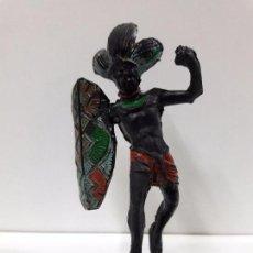 Figuras de Goma y PVC: GUERRERO AFRICANO NEGRO . REALIZADO POR ARCLA . AÑOS 50 EN GOMA. Lote 87197364