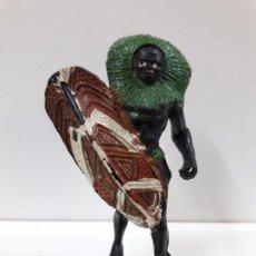 Figuras de Goma y PVC: GUERRERO AFRICANO NEGRO . REALIZADO POR ARCLA . AÑOS 50 EN GOMA. Lote 87197600