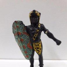 Figuras de Goma y PVC: GUERRERO AFRICANO NEGRO . REALIZADO POR ARCLA . AÑOS 50 EN GOMA. Lote 89858456