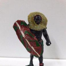 Figuras de Goma y PVC: GUERRERO AFRICANO NEGRO . REALIZADO POR ARCLA . AÑOS 50 EN GOMA. Lote 89858752