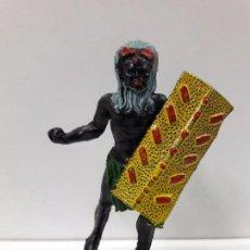 Figuras de Goma y PVC: GUERRERO AFRICANO NEGRO . REALIZADO POR ARCLA . AÑOS 50 EN GOMA. Lote 90762795