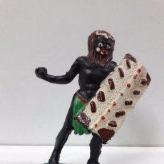 Figuras de Goma y PVC: GUERRERO AFRICANO NEGRO . REALIZADO POR ARCLA . AÑOS 50 EN GOMA. Lote 97236331