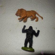 Figuras de Goma y PVC: LOTE ANIMALES BRITAINS MARCADOS LEON REFE 1341 Y GORILA REF 1372 AÑOS 70. Lote 40594411