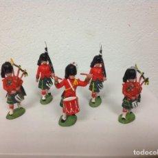 Figuras de Goma y PVC: FIGURA BRITAINS HERALD _ DESFILE ESCOCESES HIGHLANDERS GUARDIA REAL HERALD. Lote 106967703