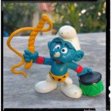 Figuras de Goma y PVC: FIGURA GOMA PVC PITUFO DOMADOR SMURFS. Lote 81820276