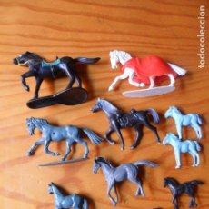 Figuras de Goma y PVC: LOTE DE CABALLOS VAQUEROS E INDIOS -. Lote 61909852