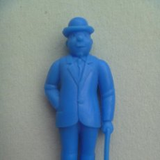 Figuras de Goma y PVC: FIGURA DE DUNKIN DE TINTIN : FERNANDEZ O DUPOND .. DETRAS PONE ESSO. Lote 106102442