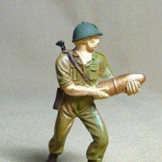 Figuras de Goma y PVC: FIGURA DE PLASTICO, SERVIDOR DEL CAÑON AMERICANO, SOLDADO MARINE, , 1960S. Lote 22970200