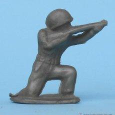 Figuras de Goma y PVC: FIGURA JECSAN. SOLDADO CON FUSIL SEGURAMENTE DE LA CASA MAIRZA. AÑOS 50.. Lote 50375512