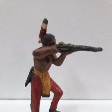 Figuras de Goma y PVC: GUERRERO INDIO EN POSICION DE DISPARO . REALIZADO POR JECSAN . AÑOS 50 EN GOMA. Lote 94138065
