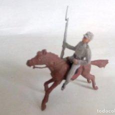 Figuras de Goma y PVC: FIGURAS CONFEDERADO A CABALLO DOS BANDERAS. Lote 95315703