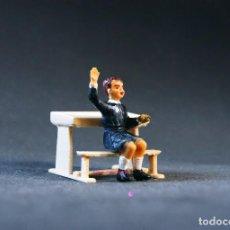 Figuras de Goma y PVC: FIGURA DE NIÑO EN LA ESCUELA.. Lote 101302219