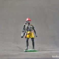 Figuras de Goma y PVC: FIGURA DE NEGRO DEL SAFARI CON ESCOPETA Y GORRO. Lote 103400559