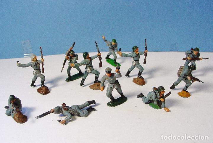 LOTE 11 SOLDADOS ALEMANES EN ACCIÓN 2ª SEGUNDA GUERRA MUNDIAL. PECH. BUEN ESTADO (Juguetes - Figuras de Goma y Pvc - Pech)