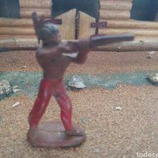 Figuras de Goma y PVC: ANTIGUA FIGURA EN GOMA DE PECH HERMANOS. SERIE INDIOS Y COWBOYS. 54 MM. AÑOS 60. VER FOTOS. Lote 103686692