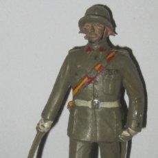 Figuras de Goma y PVC: PECH OFICIAL DESFILANDO CON ESPADA. Lote 109163611