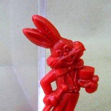 Figuras de Goma y PVC: PREMIUM PIPAS CHURRUCA, PIN DE PLASTICO, PERSONAJE WARNER, PIPERO, REGALO CHURRUCA, 1960S. Lote 24459406