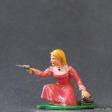 Figuras de Goma y PVC: FIGURA ASALTO A LA DILIGENCIA, MUJER AGACHADA.. Lote 56897250