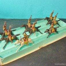 Figuras de Goma y PVC: CAJA ORIGINAL REAMSA CON 8 INDIOS APACHES CON HACHA. GOMA. AÑOS 50.. Lote 59815840