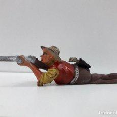 Figuras de Goma y PVC: VAQUERO - COWBOY TUMBADO EN POSICION DE DISPARO . FIGURA REAMSA Nº 66. AÑOS 50 EN GOMA. Lote 101133651