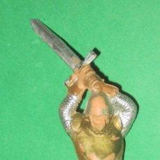 Figuras de Goma y PVC: GUERRERO MEDIEVAL SERIE RICARDO CORAZON DE LEON ESPADA EN ALTO REAMSA AÑOS 50. Lote 104316975