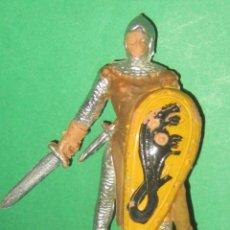 Figuras de Goma y PVC: GUERRERO MEDIEVAL SERIE RICARDO CORAZON DE LEON ESCUDO AMARILLO REAMSA AÑOS 50. Lote 104317131