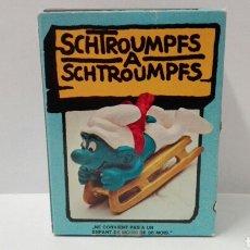 Figuras de Goma y PVC Schleich: PITUFO TRINEO (EN CAJA) LOS PITUFOS SCHLEICH PEYO SMURFS BARRUFETS PITUFO ESQUIADOR SUPER PITUFO. Lote 95391003