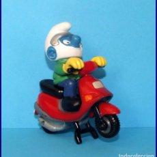 Figuras de Goma y PVC Schleich: PITUFOS SCHLEICH FIGURA 40253 SUPER PITUFO CON SCOOTER. Lote 98505887