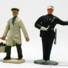 Figuras de Goma y PVC: REPARTIDOR LECHERO BOTELLAS Y POLICÍA STARLUX AÑOS 60 Y 70 PLÁSTICO RÍGIDO. Lote 42737688