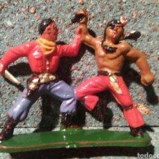 Figuras de Goma y PVC: ANTIGUA FIGURA DEL OESTE. INDIO Y COWBOY LUCHANDO. STARLUX. MADE IN FRANCE.. Lote 77456770