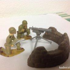Figuras de Goma y PVC: RARO SET AMETRALLADORA STARLUX ARMA OLIVER PECH CON PIEZA DIORAMA INCLUIDA. Lote 98902163