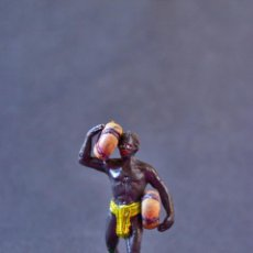 Figuras de Goma y PVC: FIGURA NEGRO SAFARI CON DOS BULTOS. Lote 70156793