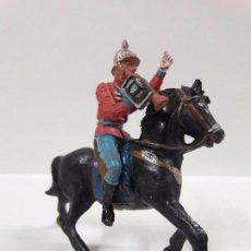 Figuras de Goma y PVC: ESCOLTA DEL GENERALISIMO CON TROMPETA . REALIZADO POR TEIXIDO . AÑOS 50 EN GOMA. Lote 89854308