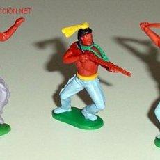 Figuras de Goma y PVC: ANTIGUO CONJUNTO DE TRES INDIOS. Lote 806682