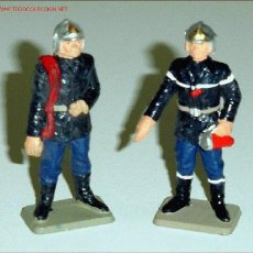 Figuras de Goma y PVC: DOS BOMBEROS DE LA MARCA STARLUX. Lote 13931446